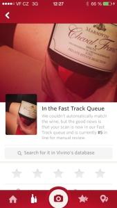 Víno sice můžete fotit i na klíně krásných žen, pak se ale nedivte, že aplikace nic nepozná...